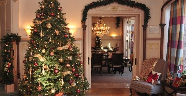St. Louis Holiday Home Tours